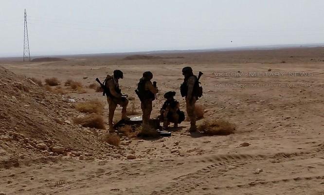 Các binh sĩ Nga lại xuất hiện trên sa mạc tỉnh Homs, Deir Ezzor ảnh 1
