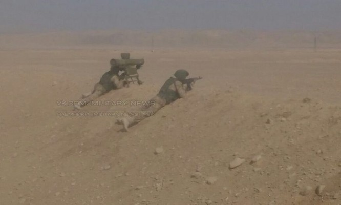 Các binh sĩ Nga lại xuất hiện trên sa mạc tỉnh Homs, Deir Ezzor ảnh 2
