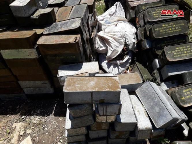 Quân đội Syria lại thu hoạch một kho vũ khí mới của khủng bố ở Hama ảnh 1