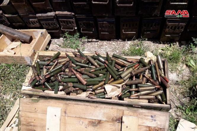 Quân đội Syria lại thu hoạch một kho vũ khí mới của khủng bố ở Hama ảnh 7