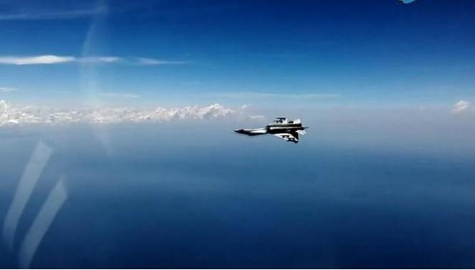 Từ ngày 19 - 21/7/2016, một sư đoàn không quân Hạm đội Nam Hải, Hải quân Trung Quốc tiến hành tập trận bắn đạn thật trên Biển Đông. Ảnh: CCTV Trung Quốc.