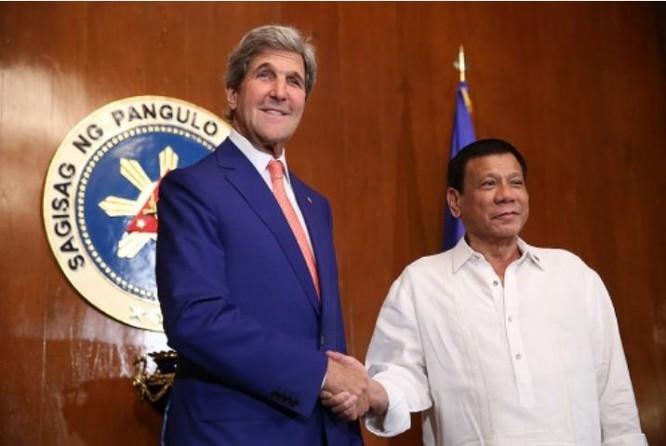 Ngày 27/7/2016, Tổng thống Philippines Rodrigo Duterte tiếp Ngoại trưởng Mỹ John Kerry.