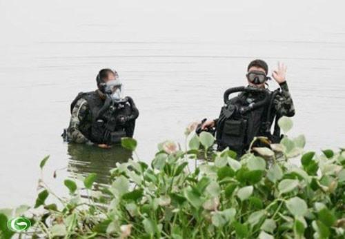 Đặc công nước Việt Nam luyện tập