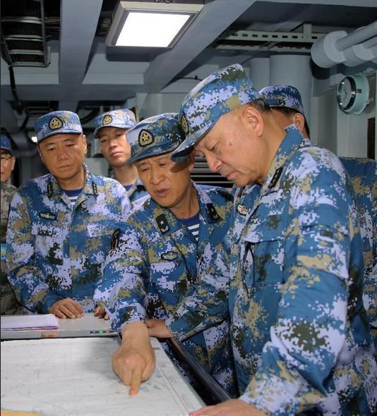 Từ ngày 5 - 11/7/2016, 3 hạm đội lớn của Hải quân Trung Quốc tổ chức tập trận bất hợp pháp ở vùng biển phía đông đảo Hải Nam và vùng biển quần đảo Hoàng Sa của Việt Nam. 4 Thượng tướng của Quân đội Trung Quốc đã đến hiện trường chỉ đạo trực tiếp cuộc tập trận. Ảnh: Sina Trung Quốc.