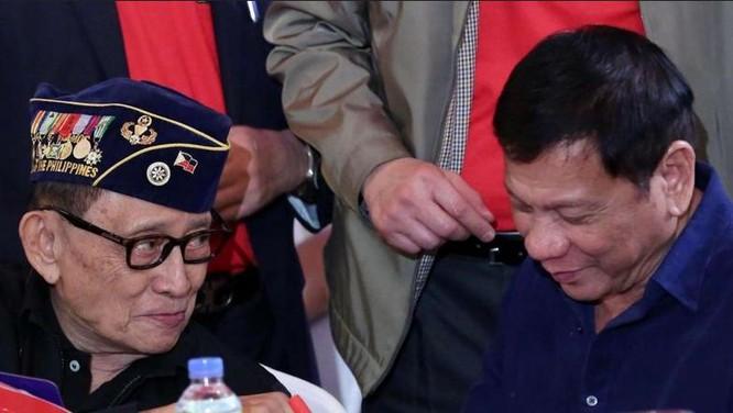 Cựu Tổng thống Philippines Fidel Ramos và Tổng thống đương nhiệm Philippines Rodrigo Duterte. Ảnh: SCMP.