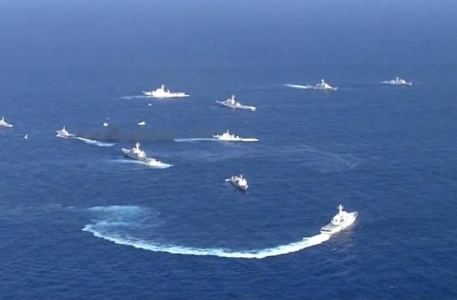 Tàu thuyền Trung Quốc xâm nhập vùng biển đảo Senkaku Nhật Bản. Ảnh: Sina Trung Quốc.
