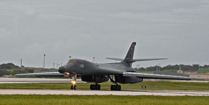 Máy bay ném bom chiến lược siêu âm B-1B Lancer Không quân Mỹ. Ảnh: Người quan sát, Trung Quốc.