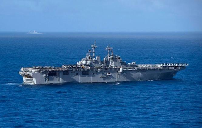 Tàu tấn công đổ bộ USS Boxer LHD4 và tàu vận tải USS New Orleans LPD 18 Hải quân Mỹ. Ảnh: Navy.mil