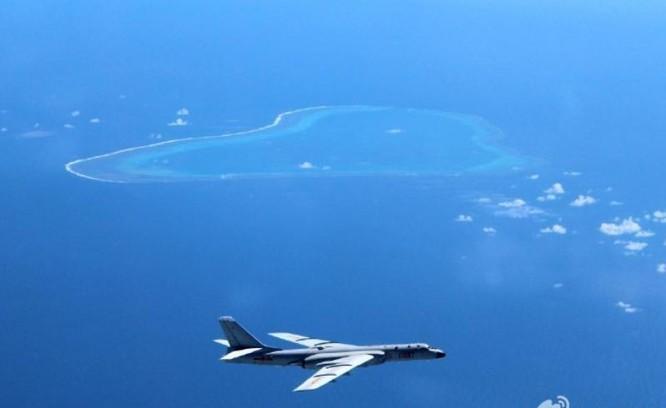 Ngày 18/7/2016, máy bay ném bom H-6K Không quân Trung Quốc tiến hành tuần tra bất hợp pháp vùng trời đá Vành Khăn thuộc quần đảo Trường Sa của Việt Nam. Ảnh: Sina Trung Quốc.