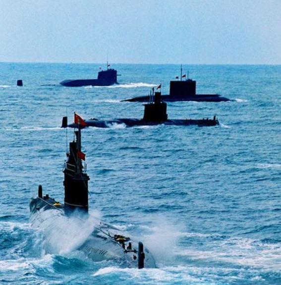 Tàu ngầm hạt nhân và tàu ngầm thông thường Trung Quốc tiến hành diễn tập trên biển. Ảnh: Tin tức Tham khảo, Trung Quốc