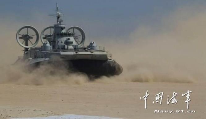 Hạm đội Nam Hải, Hải quân Trung Quốc tổ chức cho tàu đổ bộ đệm khí Zubr tiến hành diễn tập đổ bộ tập kích cự ly xa trên Biển Đông. Ảnh: navy.81.cn/Chinanews.