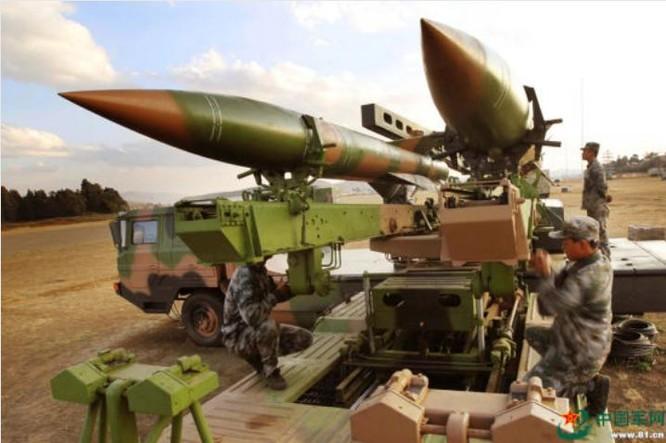 Tên lửa phòng không HQ-12 Trung Quốc. Ảnh: Sina/81.cn