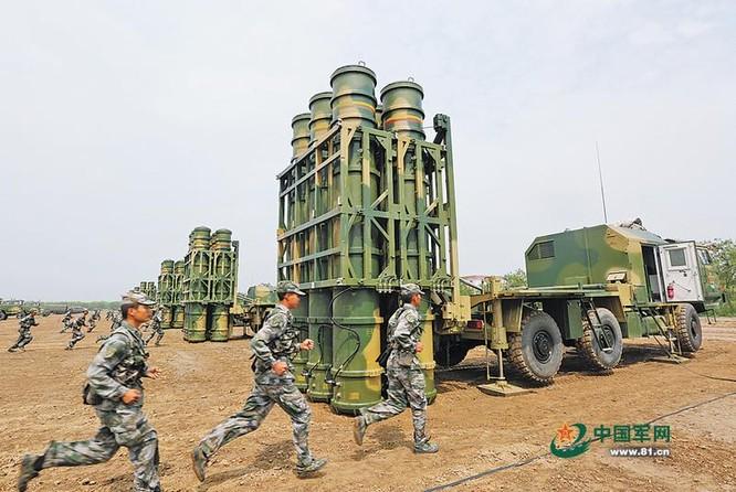 Tên lửa phòng không tầm trung HQ-16 Trung Quốc. Ảnh: Sina/81.cn