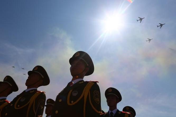 Ba máy bay ném bom H-6K bay biểu diễn trong Lễ duyệt binh ngày 3/9/2015 của Trung Quốc (ảnh tư liệu)