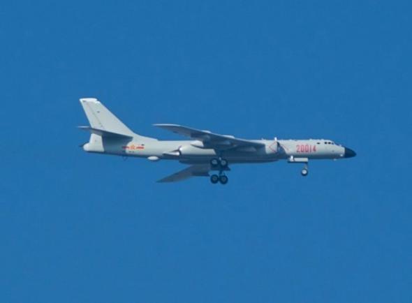 Máy bay ném bom H-6K Trung Quốc. Ảnh: Báo Nhân Dân, Trung Quốc.