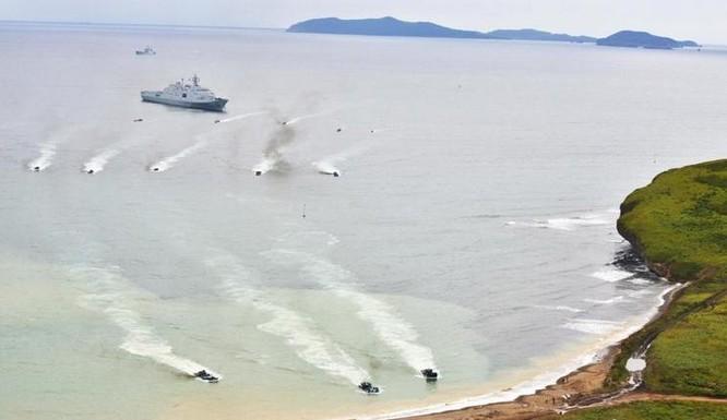 Nga và Trung Quốc tiến hành tập trận đổ bộ lập thể ở vịnh Peter the Great ngày 25/8/2015 (ảnh tư liệu)