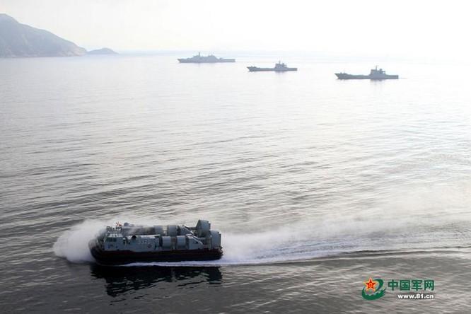 Tháng 8/2014, Hạm đội Nam Hải, Hải quân Trung Quốc tiến hành tập trận đổ bộ quy mô lớn ở Biển Đông (Ảnh tư liệu).