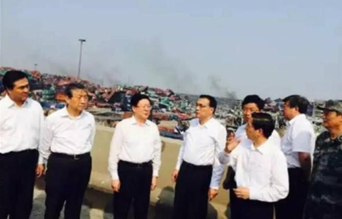 Ngày 16/8/2015, Thủ tướng Trung Quốc Lý Khắc Cường đến Thiên Tân chỉ đạo về vụ nổ kho chứa chất độc hóa học ở thành phố Thiên Tân. Ảnh: Caixin