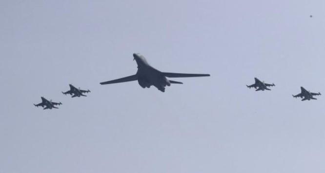 Mỹ điều 2 máy bay ném bom chiến lược B-1 đến Hàn Quốc răn đe Triều Tiên. Ảnh: Thời báo Tự do Đài Loan.