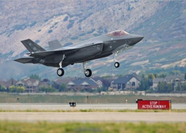 Nhật Bản, Hàn Quốc và Singapore đều đã đặt mua máy bay chiến đấu tàng hình F-35 của Mỹ