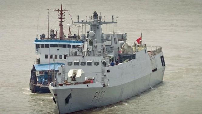 Tàu hộ vệ BNS Shadhinota F111 Bangladesh mua của Trung Quốc, bàn giao tháng 12/2015 (ảnh tư liệu)