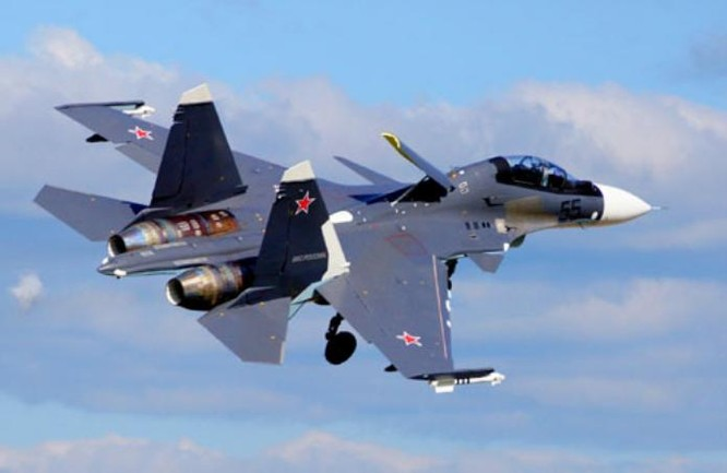Máy bay chiến đấu Su-35 Nga bay biểu diễn tại một cuộc triển lãm hàng không. Ảnh: Cankao