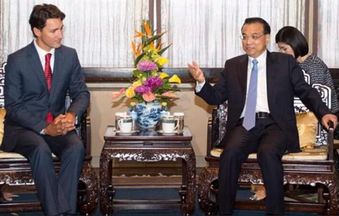 Thủ tướng Trung Quốc Lý Khắc Cường (bên phải) và Thủ tướng Canada Justin Trudeau. Ảnh: Tân Hoa xã