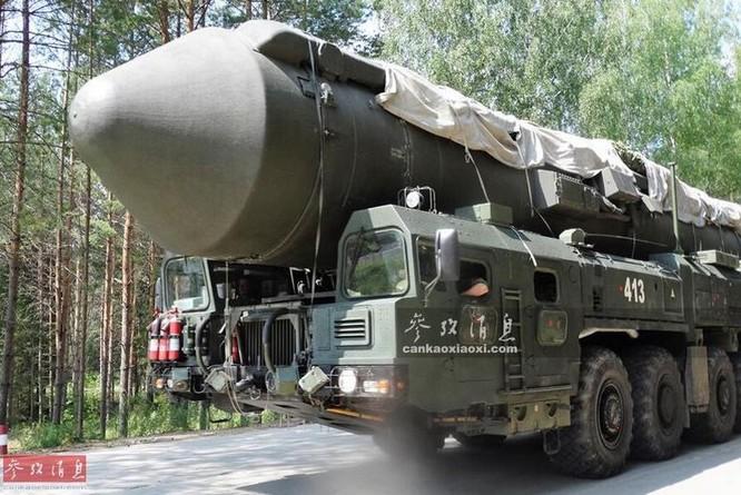 Xe phóng tên lửa đạn đạo xuyên lục địa RS-24 Yars Quân đội Nga. Ảnh: Cankao