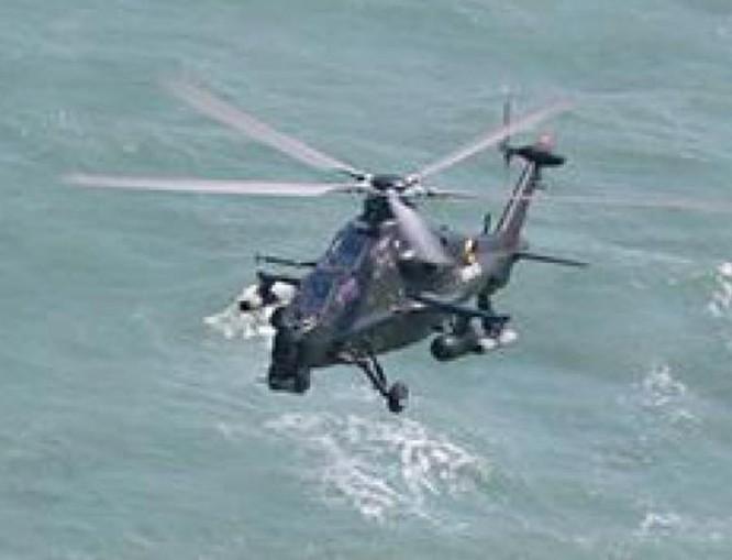 Máy bay trực thăng vũ trang Z-10 lắp thùng dầu đủ khả năng vượt eo biển Đài Loan tác chiến và quay về. Ảnh: Guancha