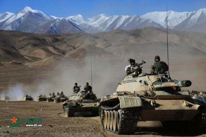 Cụm xe tăng Quân đội Trung Quốc tập kết ở khu vực mục tiêu trong một cuộc diễn tập. Ảnh: Cankao