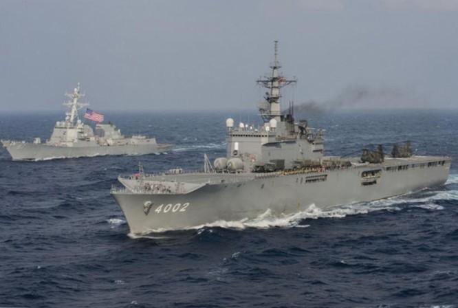 Biên đội tàu đổ bộ lớp Osumi Lực lượng Phòng vệ Biển Nhật Bản và tàu Aegis Mỹ hành tiến. Ảnh: Cankao