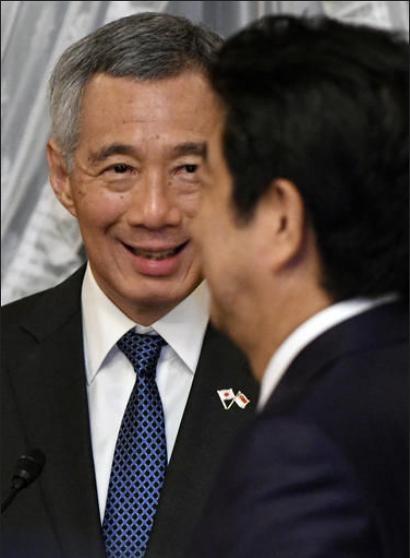 Ngày 28/9/2016, Thủ tướng Singapore Lý Hiển Long và Thủ tướng Nhật Bản Shinzo Abe tiến hành hội đàm. Ảnh: AP