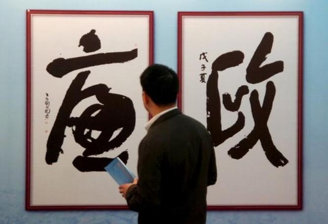 Triển lãm chống tham nhũng tổ chức ở Hàng Châu, tỉnh Chiết Giang, Trung Quốc. Ảnh: AFP