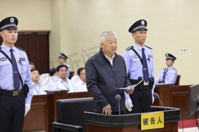 Bạch Ân Bồi, nguyên phó Chủ nhiệm Ủy ban bảo vệ tài nguyên và môi trường, Quốc hội Trung Quốc bị xét xử. Ảnh: Tân Hoa xã