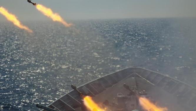 Tháng 6/2015, Hạm đội Nam Hải, Hải quân Trung Quốc tiến hành tập trận bắn đạn thật trên Biển Đông (ảnh tư liệu)