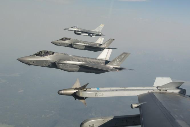 Biên đội máy bay chiến đấu F-35 của Không quân Mỹ và Australia. Ảnh: Thời báo Hoàn Cầu, Trung Quốc.