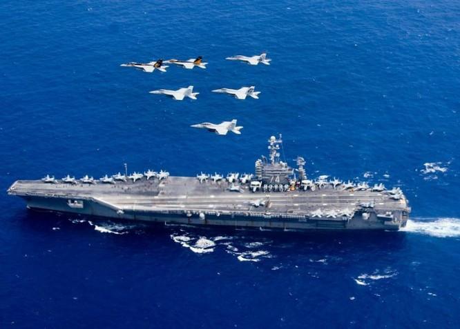 Hai tàu sân bay động cơ hạt nhân Hải quân Mỹ phô diễn sức mạnh trên Biển Đông. Ảnh: Sina