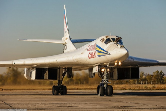 Máy bay ném bom chiến lược siêu âm Tu-160 Nga (ảnh tư liệu)