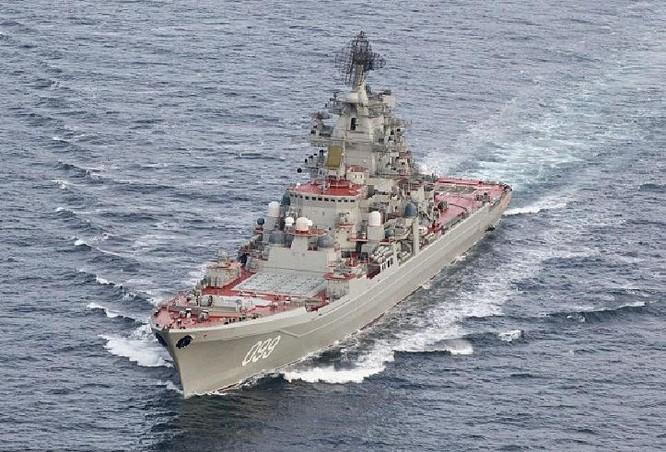 Tàu tuần dương Pyotr Velikiy cùng biên đội tàu sân bay Kuznetsov Nga đến Địa Trung Hải. Ảnh: Daily Mail