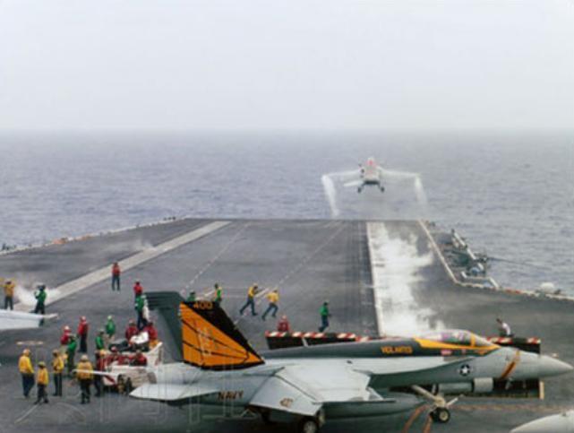 Ngày 15/6/2016, máy bay chiến đấu trên tàu sân bay USS John C. Stennis Mỹ huấn luyện cất hạ cánh trong cuộc tập trận chung Malabar-2016 giữa Nhật Bản, Mỹ và Ấn Độ. Ảnh: Cankao