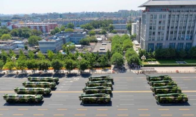 Tên lửa đạn đạo Đông Phong-15B và tên lửa đạn đạo Đông Phong-16 Trung Quốc. Ảnh: Cankao