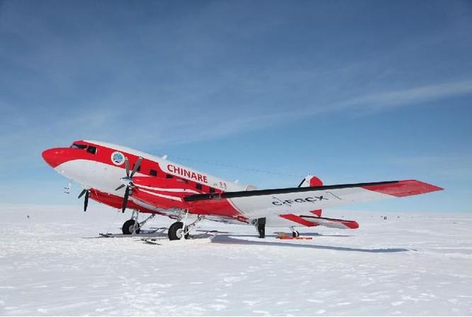Máy bay Tuyết Ưng 601 Trung Quốc ở gần trạm Trung Sơn, Nam Cực chụp ngày 7/12/2015. Ảnh: Tân Hoa xã