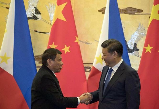 Từ ngày 18 đến ngày 21/10/2016, Tổng thống Philippines Rodrigo Duterte thăm Trung Quốc. Ảnh: UDN