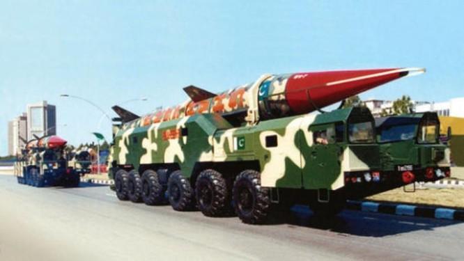 Tên lửa chiến thuật của Lục quân Pakistan có thể lắp đầu đạn hạt nhân (ảnh tư liệu).