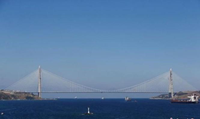 Cây cầu treo lớn bắc qua eo biển Bosphorus, kết nối Âu-Á ở Thổ Nhĩ Kỳ. Ảnh: Chinanews