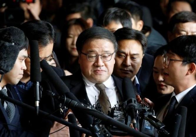 Cựu Thư ký An Chong-bum của Tổng thống Hàn Quốc Park Geun-hye bị bắt ngày 2/11/2016. Ảnh: Cankao