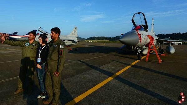 Máy bay chiến đấu hạng nhẹ JF-17 Thunder (Kiêu Long) Không quân Pakistan tham gia Triển lãm hàng không Chu Hải, Trung Quốc. Ảnh: Thời báo Hoàn Cầu.