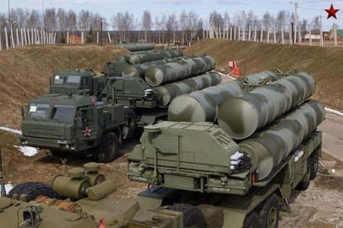 Tên lửa phòng không tiên tiến S-400 Nga (ảnh tư liệu)