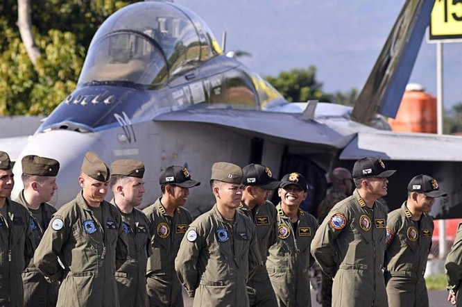 Từ ngày 2 - 11/11/2016, Không quân Indonesia và Mỹ tiến hành tập trận Copy West ở vịnh Manado, phía bắc đảo Sulawesi, Indonesia. Ảnh: The Jakarta Post