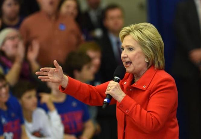 Bà Hillary Clinton luôn thể hiện thái độ cứng rắn với Trung Quốc. Ảnh: China Daily